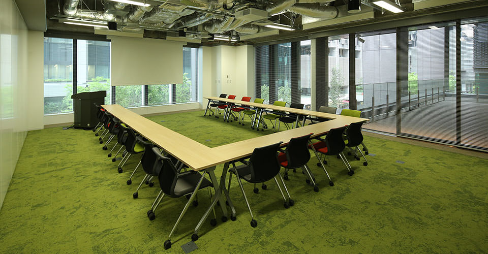 U-shaped conference table using one unit